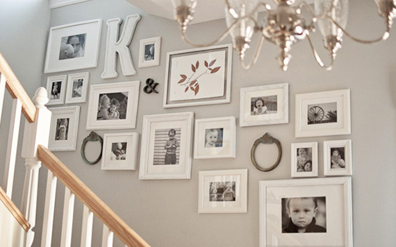 ideas para decorar las escaleras con cuadros y fotos