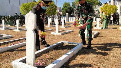 Peringati HUT TNI ke-75, Kodim 0823 Situbondo Tabur Bunga di TMP
