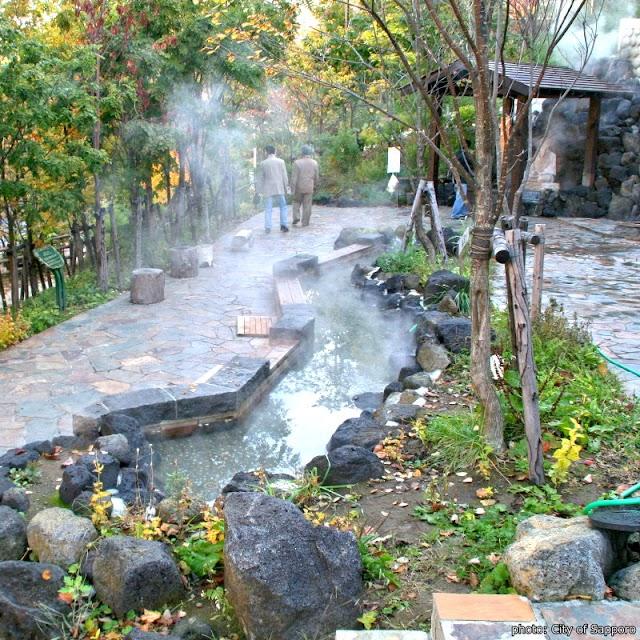 【定山泉源公園】免費泡暖暖足湯 還有高溫泉源可煮溫泉蛋
