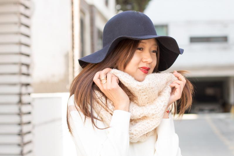 романтичный образ, фетровая шляпа, с чем сочетать фетровую шляпу, модная шляпа, юбка преппи, мода, корея, мода в корее