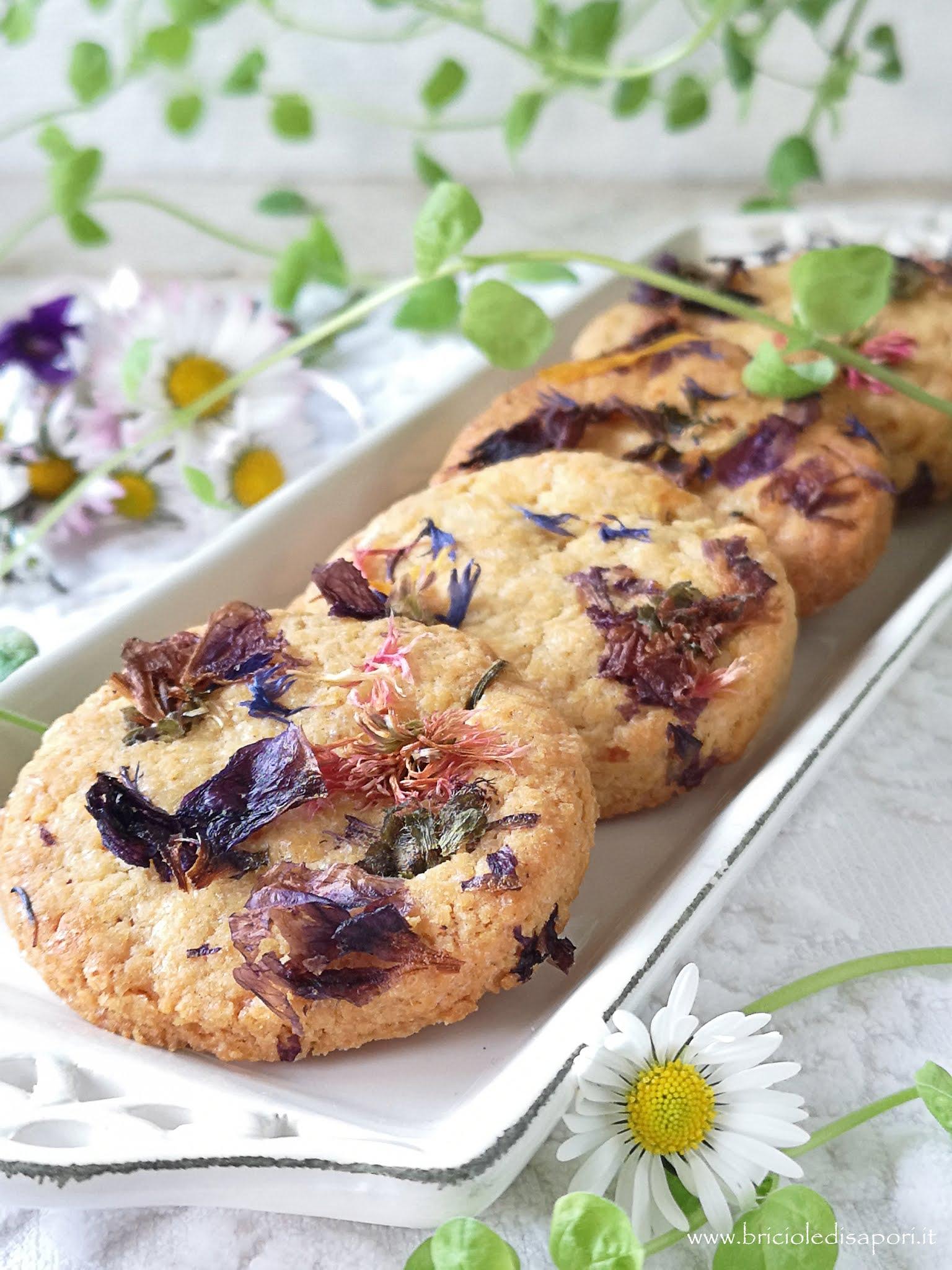 biscotti con fiori primaverili