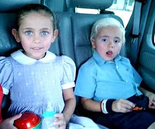 Foto de hijos de Michael Jackson de pequeños dentro de un auto