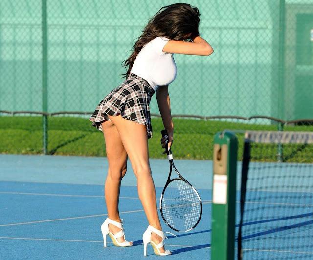 Η Chloe Khan παίζει tennis στο Manchester