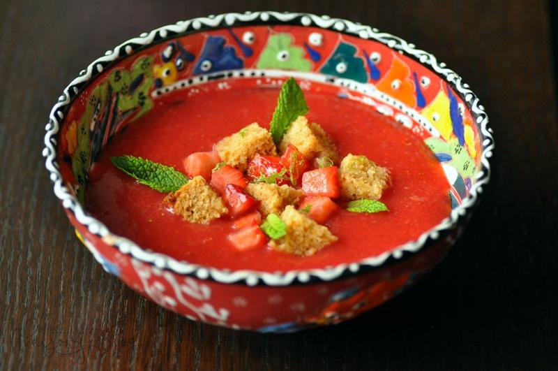 "Na deser truskawkowe ""gazpacho""."