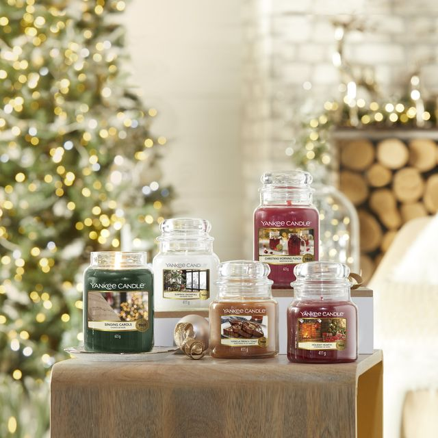 yankee candle christmas collection, yankee candle christmas collection review, collection de nöel yankee candle 2020, yankee candle new candles for 2020, collection hiver yankee candle, yankee candle singing carols, yankee candle christmas morning punch, yankee candle vanilla french toast, yankee candle surprise snowfall, yankee candle holiday hearth, new yankee candle, bougies parfumées pour noël
