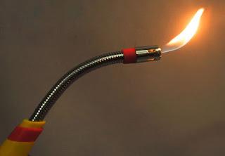 Bật lửa vòi dài châm bếp cồn