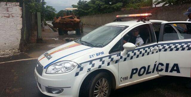Polícia não prendeu o motorista do trator que praticou o furto, só o fez devolver