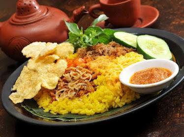 nasi kuning untuk sarapan pagi