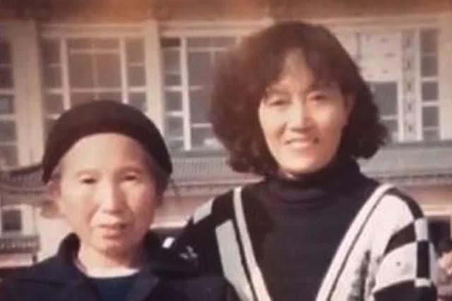 """Внучка наняла """"поддельную маму"""" и 13 лет убеждала бабушку в том, что её дочь всё ещё жива"""
