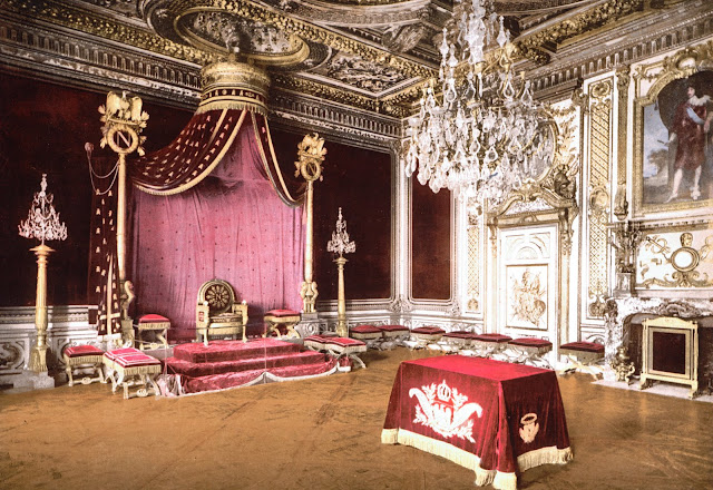 Serious formal curtains, designed for a King or Queen
