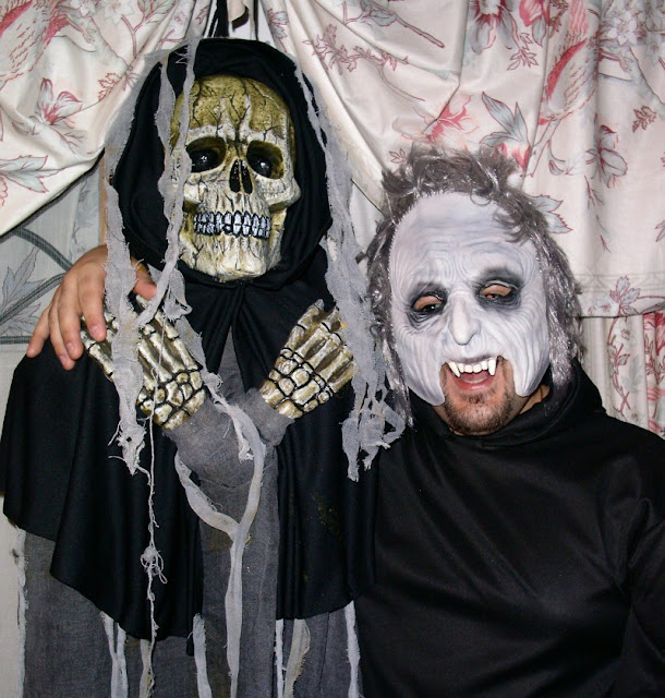 Halloween costumes: skeleton and gnoul