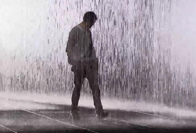 تفسير حلم رؤية المشي تحت المطر في المنام لابن سيرين