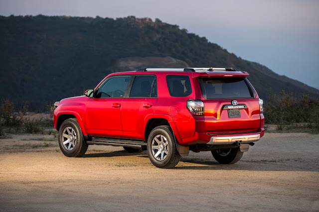 Rear 3/4 view of 2016 Toyota 4Runner Trail