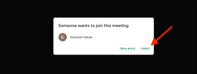 """انقر على """"قبول"""" لإضافة مستخدم إلى مكالمة Google Meet"""