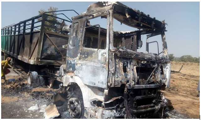 Bandits set fire to traders on the Kaduna community market, killed 7 and burned 330 bags of maize (photo)