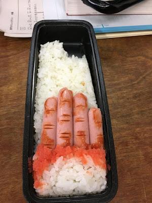 Essenlieferung lustig - ekelhaftes Essen mit Reis