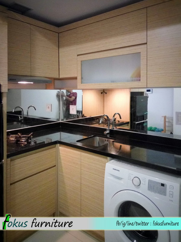 Kitchen set di apartemen kemayoran furniture kitchen set for Harga lemari kitchen set