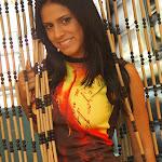 Andrea Rincon, Selena Spice Galeria 36 : Shakiras, Camiseta Negra Con Amarillo y Rojo, Tanga Amarilla y Naranja Foto 9