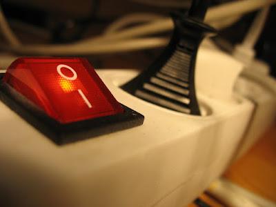 Reducir consumo fantasma energía eléctrica