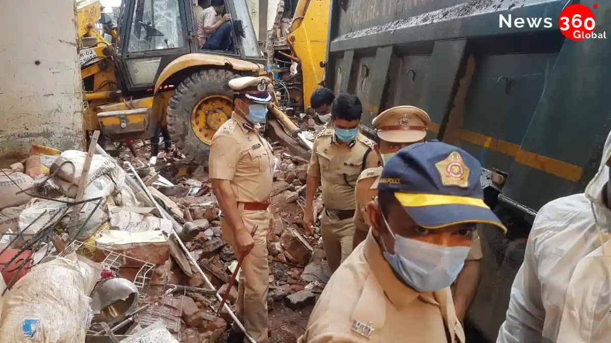 11People Died In House Collapse In Malwani, Mumbai. Among 11people 8 of Them Were Children.