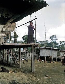 seorang wanita batak puak karo di ture kabanjahe