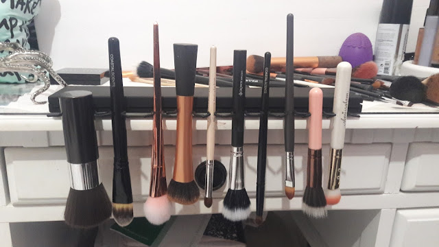 The Brush Bar: Wash and dry makeup brushes