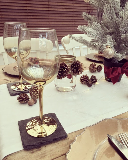 Gold Christmas wine glasses