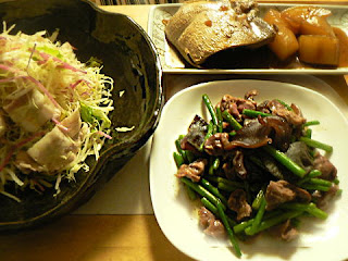 夕食の献立 ブリ大根 砂肝炒め 豚バラサラダ