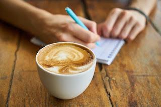 kegiatan menulis ditemani kopi