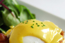 Homemade Slow Cooker Eggs Benedict With Hollandaise Sauce #slowcooker #eggs #Benedict #hollandaisesauce #appetizers