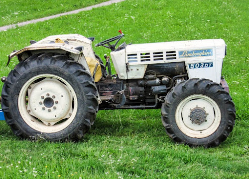 Lamborghini-Tractor-11-Interesting-Facts-about-Famous-Car-Brands-that-will-drive-you-crazy