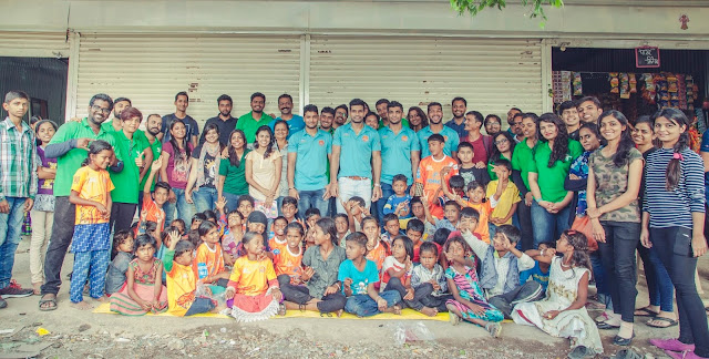 Puneri Paltan joins hands with the Robin Hood Army to distribute food to the indigent community