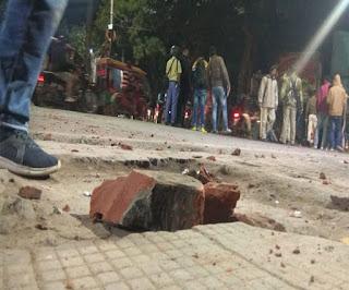 मूर्ति विसर्जन करने जा रहे जुलूस पर हमला; 30 मिनट तक बम-गोलियां चलती रहीं, कई गाड़ियां तोड़ीं और जला दीं
