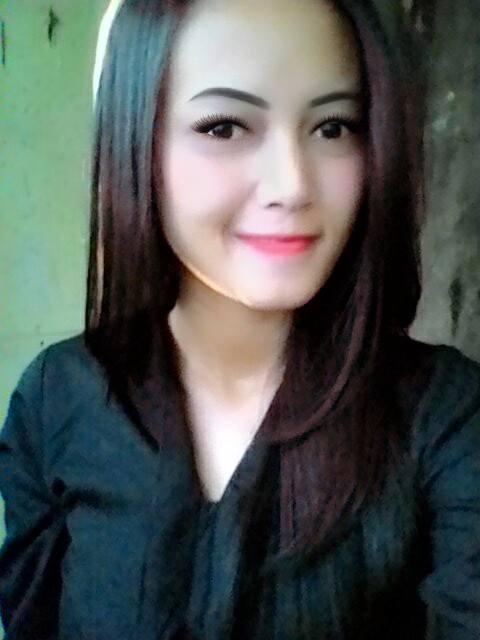 Rina Seorang Perempuan Cantik Yang Terpilih Menjadi Salah Satu Wanita Tercantik Di Kota Bandung Dan Sekitarnya Pada Saat Ini