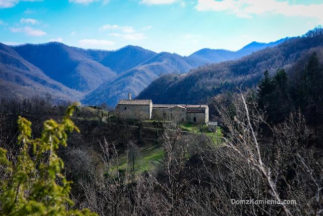 Gamogna, Marradi trekking, Dom z Kamienia