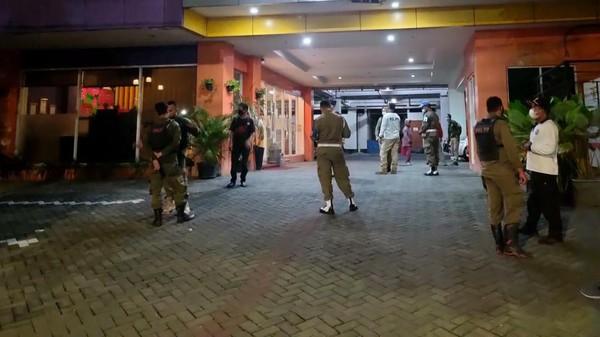 Oknum Satpol PP Surabaya Digerebek Bersama WIL dalam Hotel