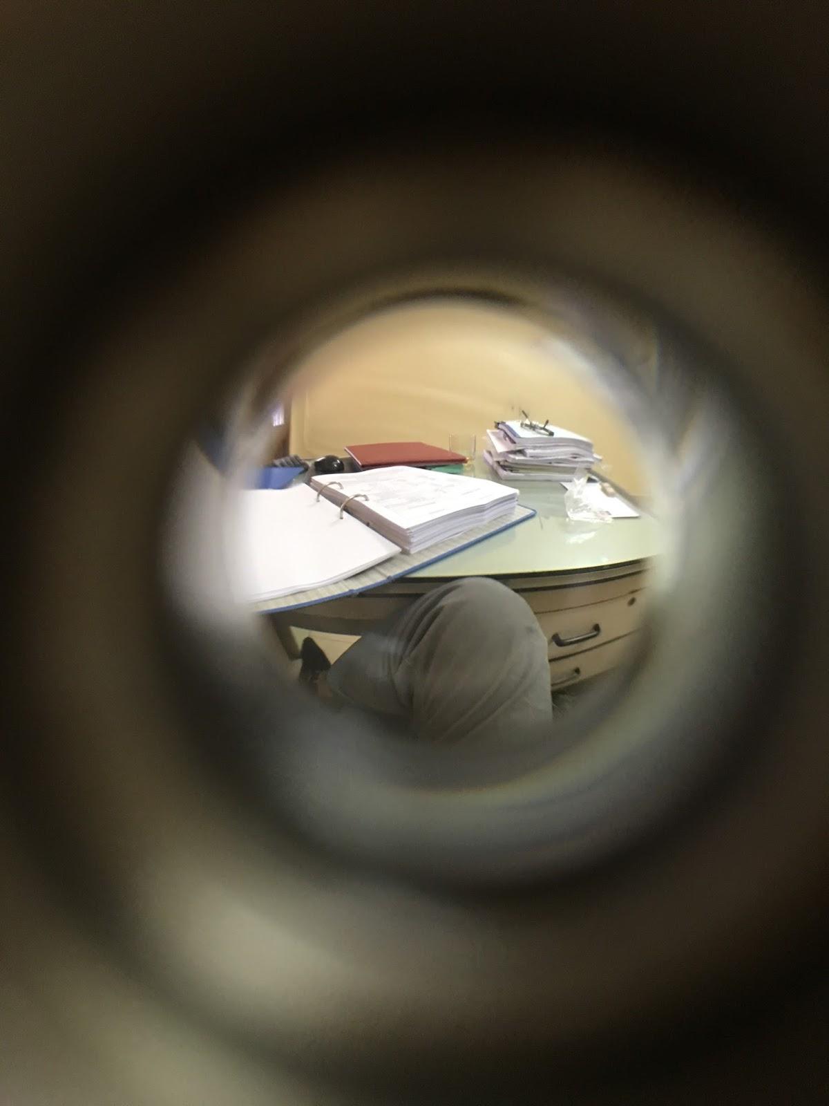 9635df6e78 hình ảnh nhìn qua ống nhìn cửa
