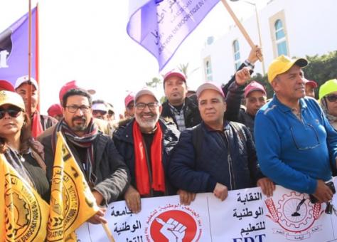 """النقابات التعليمية تدعو الأساتذة لخوض إضراب وطني وتتهم الحكومة بـ""""التماطل"""" في حل الملفات العالقة"""