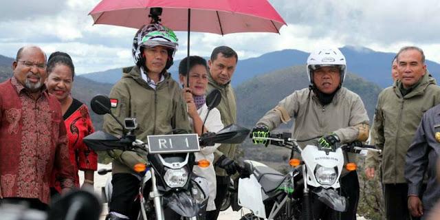 Kubu Jokowi Bantah Pernyataan Natalius Pigai soal Jalan Trans-Papua