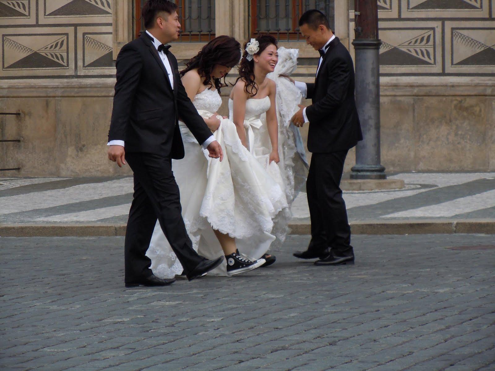 b8e8eb61594 Pokud chcete spatřit zajímavou svatební obuv východoasijských spoluobčanů