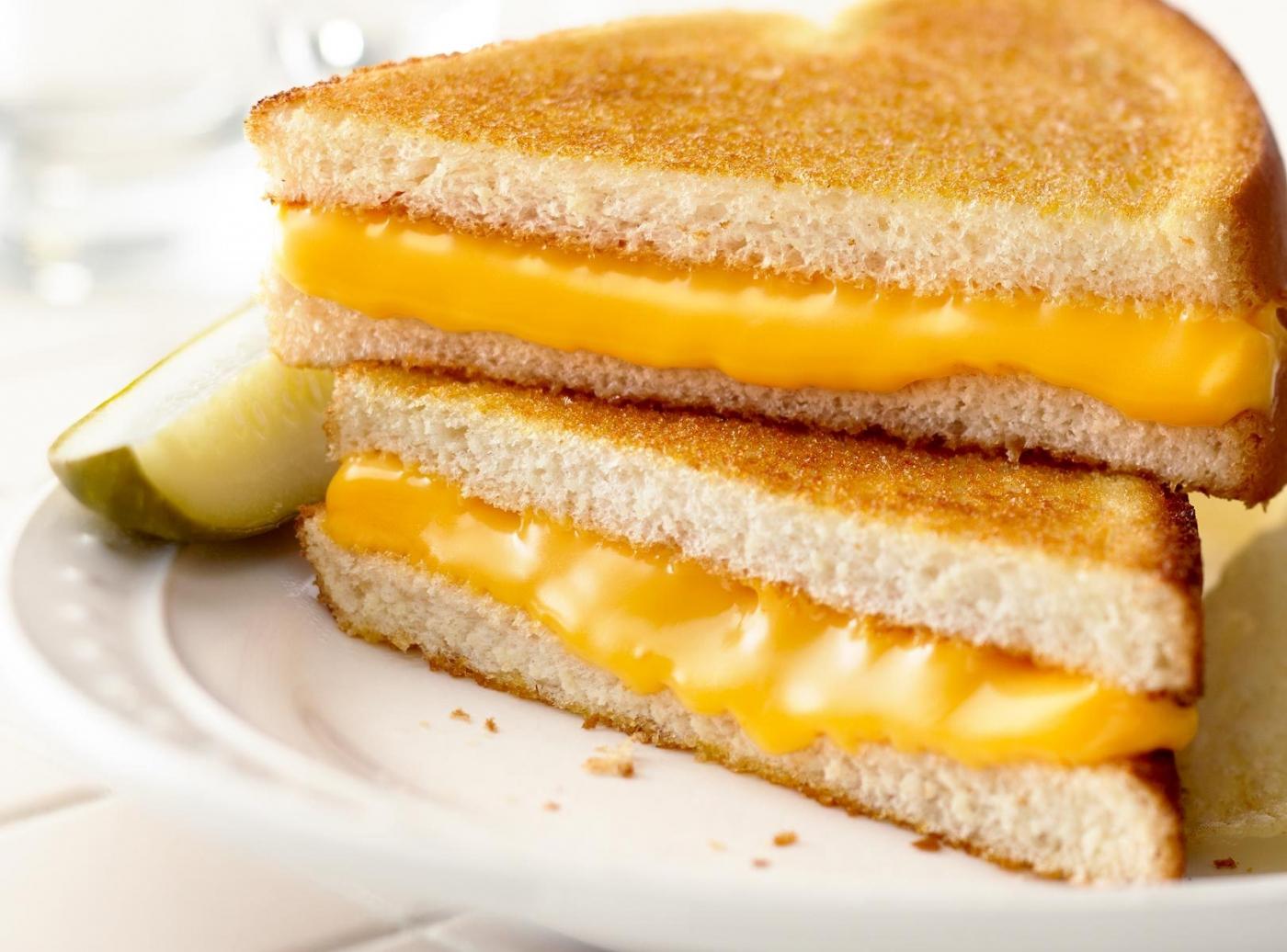 Bánh mì nướng phô mai con bò cười