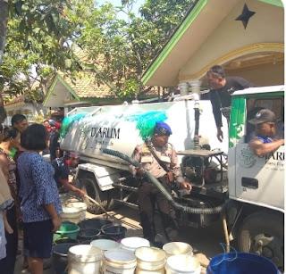 Gebang ILir Dapat Bantuan Air Dari Polres Cirebon Melalui  Satpol Air
