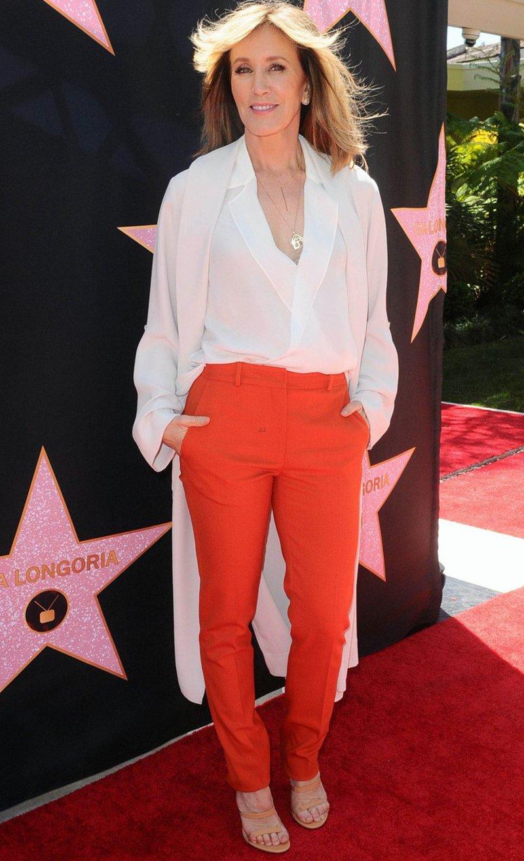 7 looks de Felicity Huffman para mulheres maduras
