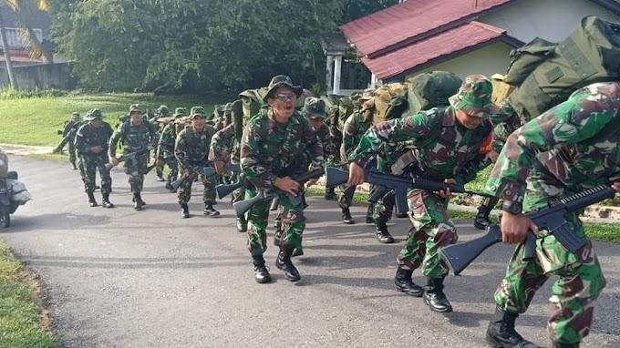 Prajurit Kodim 1204/Sgu Melaksanakan Pembinaan Fisik Hanmars Dalam Latihan Minggu Militer