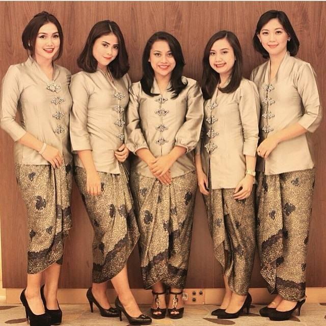 Baju Kebaya Bawahan Batik: Tips Memilih Model Kebaya Modern Terbaru