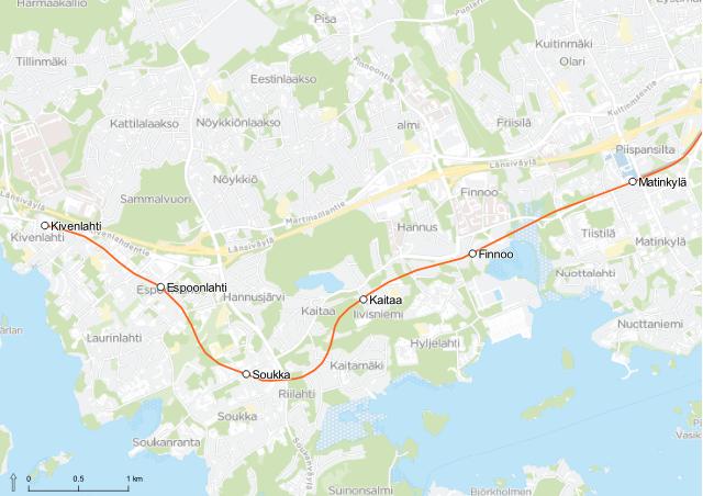 Karttaan on kuvattu uusien metroasemien sijainnit. Finnoon aseman sisäänkäynnit sijaitsevat Hyljeluodontien ja Kaitaantien risteyksessä. Kaitaan metroasema sijaitsee Iivisniemen kerrostaloalueen välittömässä läheisyydessä, Iivisniemenkadun ja Iivisniementien risteyksessä. Soukan metroasemalle pääsee Yläkartanontieltä, Soukan ostoskeskukselta. Espoonlahden metroasema tulee sijaitsemaan sinne rakentuvan Lippulaiva-kauppakeskuksen yhteydessä. Pääteasema eli Kivenlahti sijaitsee Kivenlahdenkadun ja Kivenlahdentien risteyksessä – myös Merivirralle tulee sisäänkäynti.