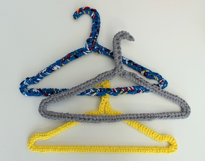 How to recycle a wire coat hanger with crochet, a simple diy tutorial