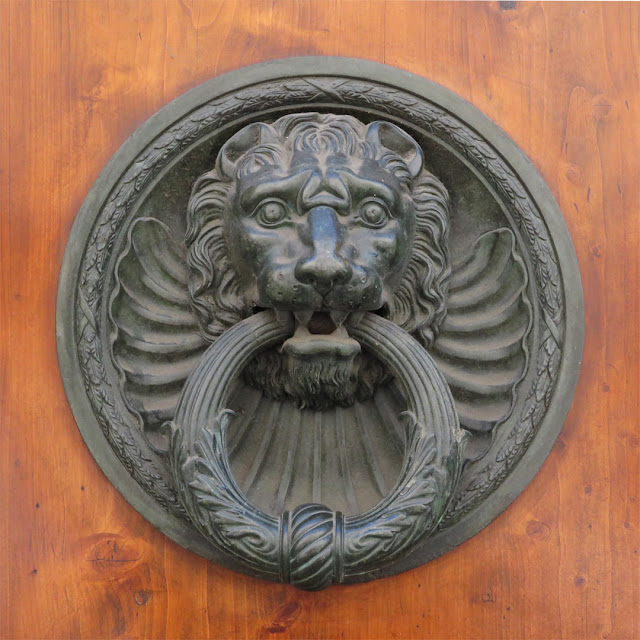 Door handle with knocker, Via Ricasoli, Livorno