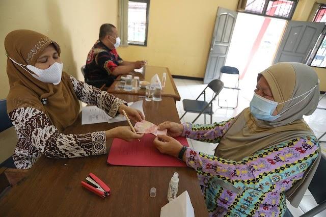 Dapat Bansos PPKM Darurat Dari Pemkot Bandung, Warga Bersyukur Kebutuhan Keluarga Terbantu