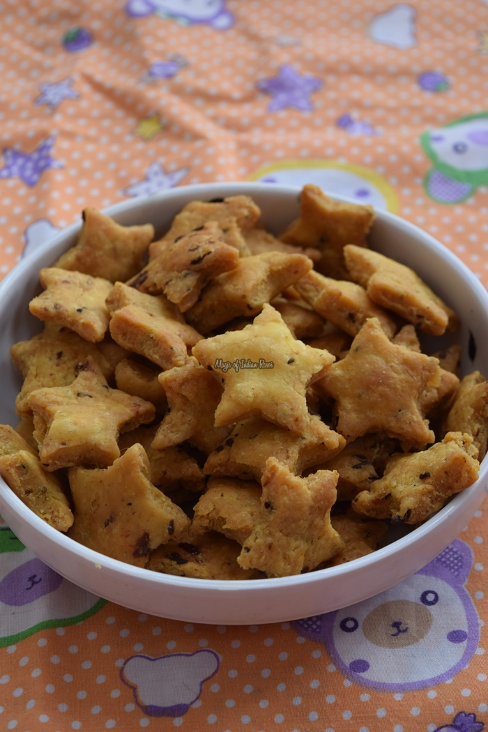 Achari-Mathri-Recipe-Khasta-Flavored-Mathi-Dry-Snacks-Magic-of-Indian-Rasoi-Priya R